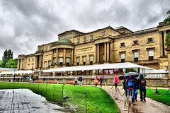 Buckingham Palace (Geoff Henson) Tags: palace london queen royal buckinghampalace stately westminster rain clouds tourists umbrellas path grass august