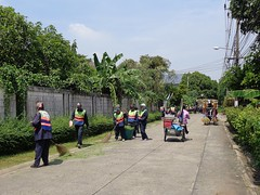 busy street (the foreign photographer - ฝรั่งถ่) Tags: bma workers truck recycle cart broom cleaning implements vendor our street road soi bangkhen bangkok thailand sony camera