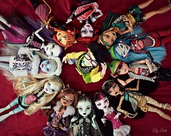 Monsters, monsters yes we are! (♪Bell♫) Tags: monster high frankie stein clawdeen wolf draculaura cleo de nile lagoona blue ghoulia yelps mattel dolls deuce gorgon abbey abominable spectra vondergeist toralei stripe operetta nefera jackson jekyll phantom