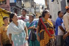 Waiting for the procession, Ganesh Viasarajan 2017, Mumbai (Yekkes) Tags: asia india mumbai bombay women street colour sari urban city
