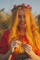 GABI 3/3 (juliano.fchaves) Tags: canon eos rebel t3 1100d redhairs cabelos ruivos lightroom cc colors orange laranja look see hairs feels feelings portrait 35mm 35mmanalog camponesa campones camp flowers smile