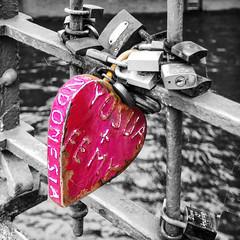 A Bigger Love (Silke Klimesch) Tags: hff happyfencefriday hamburg hafencity speicherstadt kehrwiederspitze fence lovelock padlock pink selectivecolour yosuafemy indonesia rusty liebesschloss vorhängeschloss kärlekslås замо́клюбви olympus omd em5 mzuikodigitaled12‑50mm135‑63ez microfourthirds wilhelminenbrücke