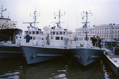 Viroon luovutettavat vartiolaivat ovat lähdössä Tallinnaan Katajanokalta (The Museum of Finnish Coast Guard) Tags: finnish coast guard merivartioasemat merivartiostot merivalvonta vartiolaiva laiva merivartijat thefinnishcoastguard luovutus viro 1992