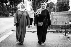 Nuances (Maestr!0_0!) Tags: noir blanc black white rue street people candid paris femme canon eos 6d