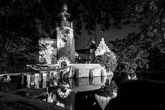 Burg Gemen (st.weber71) Tags: nikon nrw niederrhein nachts nightshot nacht nightlights nachtfotografie nachtaufnahme beleuchtung burgen burggemen borken langzeitbelichtung lzb lichter wasser wasserspiegelung spiegelung germany gebäude architektur romantik sw schwarzweiss blackandwhite bw