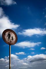 Vietato passeggiare fra le nuvole (trizio77) Tags: nubi nuvole clouds divieto cloudy sky skies