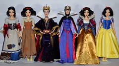 Disney Store vs Tonner Snow White and Evil Queen Dolls and Outfits (drj1828) Tags: disney disneystore 2009 2017 limitededition le doll collectible 17inch sidebyside groupphoto snowwhite princess snowwhiteandthesevendwarfs rags wishing evilqueen posable tonner singing
