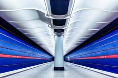 Flash Gordan approaches (*Capture the Moment*) Tags: munich münchen station subway ubahn