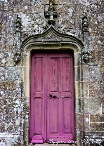 "La porte rose mystérieuse • <a style=""font-size:0.8em;"" href=""http://www.flickr.com/photos/151667760@N04/37089005575/"" target=""_blank"">View on Flickr</a>"