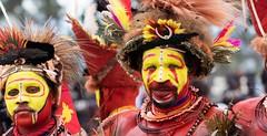 huli wigman portrait (kthustler) Tags: goroka singsing papuanewguinea tribes huliwigmen mudmen