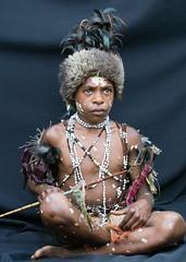 boy fur hat black drop sheet (kthustler) Tags: goroka singsing papuanewguinea tribes huliwigmen mudmen