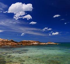 A nice postcard (Robyn Hooz) Tags: samui thailand polarizer clouds cielo sky polarizzatore acqua sea water green blue blu roccia rocks scogli