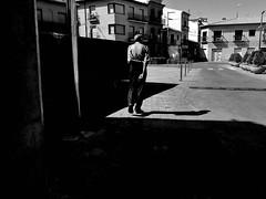 ©irenefabregues2017 #lacalleesnuestracolectivo @lacalleesnuestracolectivo #huaweip9 #movilgrafiadeldia210817 #womeninstreet #asi_es_bnw #youmobile #lensculturestreets #streetscene  #friendsinperson #streetphotography #shootermag_spain #fotonline (Irene Fabregues) Tags: instagram ifttt
