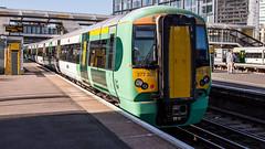 377320 (JOHN BRACE) Tags: 2001 bombardier derby built electrostar 377320 southern livery east croydon station