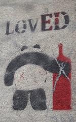 Loved  (Août 2017) (Ostrevents) Tags: paris 75 capitale france europe europa artdanslarue artdelarue rue art streetart mur wall bombage bombe spray pochoir stencil panda animal bouteille glass noir black rouge red loved chn ostrevents