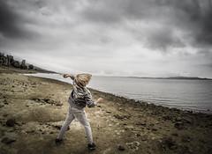 Lanzamiento (Luis Marina) Tags: kid chico lanzamiento piedra lago pantano embalse agua nubes clouds stone play jugando gopro campoo