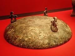 Lid of a bronze cauldron (ding) from Tomb 1 Dayun Mountain Xuyi Jiangsu China Western Han period 2nd century BCE (mharrsch) Tags: jiangsu china westernhan ancient 2ndcenturybce exhibit tombtreasures asianartmuseum sanfrancisco california mharrsch tomb burial cauldron bronze ding servingware vessel dayunmountain xuyi lid animorphic
