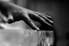Fingering (AlphaAndi) Tags: mono monochrome trier city tiefenschärfe urban fullframe follformat leute people personen portrait hand sony streets streetshots streetshooting musik music streetmusician streetmusiker dof vollformat