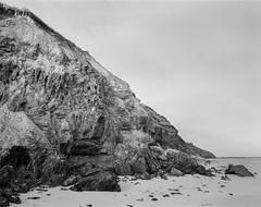 Cliff (GrisFroid) Tags: landscape headland cliff rocks beach shore sand blackandwhite monochrome 4x5 chamonix 45n2 nikkor 90mm f45 delta 100