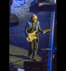 Tom Petty - 40th Anniversary Tour - Bridgestone Arena, Nashville, Tennessee (J.L. Ramsaur Photography) Tags: jlrphotography nikond7200 nikon d7200 photography photo nashvilletn middletennessee davidsoncounty tennessee 2017 engineerswithcameras musiccity photographyforgod thesouth southernphotography screamofthephotographer ibeauty jlramsaurphotography photograph pic nashville downtownnashville capitaloftennessee countrymusiccapital tennesseephotographer tompetty tompettytheheartbreakers 40thanniversarytour tompetty40thanniversarytour bridgestonearena guitar rockroll rocknroll legend legends portrait portraiture rockrollportrait portraitphotography people concert rockconcert music performance highisophotography highisophotos