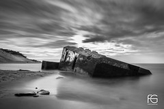 Relic of the past (Fabien Georget (fg photographe)) Tags: ocean mer lighthouse sea longexposure landscape paysage water sky relic ayezloeil beautifulearth bigfave canoneos600d canon elitephotography elmundopormontera eos fabiengeorget fabien fgphotographe flickr flickrdepot flickrunited georget geotagged flickunited longue mordudephoto nature paysages perfectphotograph perfectpictures wondersofnature wonders supershot supershotaward theworldthroughmyeyes shot poselongue photography photo greatphotographer french monument aquitaine girondenoiretblanc seascape sunset dark slowshutter blackandwhite monochrome eau extérieur exposure
