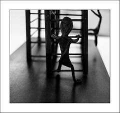 Drôle de bonhomme (Panafloma) Tags: 2017 arras architecturebatimentsmonuments artetculture artois bandw bw bâtiments expositionlenfancedelartàarras famille géographie hautsdefrance hôteldeguines nadine nadinebauduin natureetpaysages pasdecalais personnes techniquephoto végétaux blackandwhite bonhomme escalier exposition hôtel noiretblanc noiretblancfrance province france fr