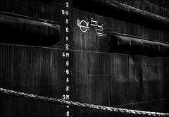 Entre 3 et 5.. (vedebe) Tags: noiretblanc netb nb bw monochrome bateaux eau mer port ports graphisme rue ville street city urbain marine