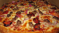 Beef, onion, and sun-dried tomato pizza (Coyoty) Tags: pizzaandwingstime wethersfield connecticut ct pizza restaurant food beef onion sundriedtomatos tomato toppings mozzarella cheese red brown charred crust meat bokeh melted melty curves texture round sometimessavory