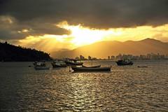 Últimos Raios de Sol - Porto Belo - SC (Bert'sPhotos) Tags: pds pordosol pôrdosol portobelo santacatarina sc silhuetas silhuetasdebarco quartasunset