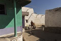 PATTADAKALL : SCÈNE DE RUE (pierre.arnoldi) Tags: inde india pattadakall karnataka pierrearnoldi photographequébécois canon tamron photo de rue originale
