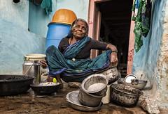 PATTADAKALL: LA VAISSELLE C'EST TOUJOURS À RECOMMENCER (pierre.arnoldi) Tags: inde india pierrearnoldi pattadakall photographequébécois portraitdefemme photoderue photooriginale photocouleur canon tamron