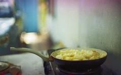 Картошечка зажарена на даче (Towy-Yowy) Tags: атмосфера энергодар пленка film 135 дача картошечка жаренный asmr manual kodak gold