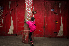 Kids playing in Elmina (puuuuuuuuce) Tags: ghana kids playing cocacola