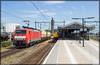 DBC 189 050+UC 45752, Hengelo, 18-7-2017 (Allard Bezoen) Tags: db dbc deutsche bahn cargo 189 050 br baureihe es64f4 eurosprinter hengelo station uc unit hout res resn 45752 seelze kijfhoek trein train zug lok elok loc eloc locomotief lokomotieve locomotive