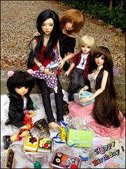 ~ Jin-May's Birthday Party ! ~ (Misstica Dolls) Tags: iplehouse iplehousejid jidasa jidtania iple iplehouseasa jid souldoll souldollsoulkidarina soulkid arina soulsweet ranbi souldollranbi onlydoll hongxiu yosd msd bjd balljointeddoll happybirthday birthday birthdayparty gifts cakes handmade outfit kawaii japan september wig monique black manekineko sushi bento outdoor piquenique doll dolls group cute nlbodygirlsouldoll girls dollsfamily