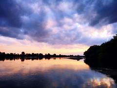 Siadamy na kamieniach (Poezja Światła) Tags: wisla river poezja poetry water chmury clouds sunset love summer wspomnienia zachód