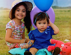 (jasmine.pliegod) Tags: littlegirl babygirl baby kid campo smile niña cute lovely colors birthday green canon nikcollection photoshoot globos field