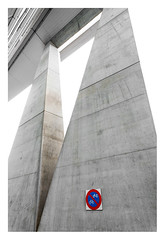 No parking (leo.roos) Tags: towerblock highrise apartmenttower residentialtower apartmentblock blockofflats officetower noparking sign verkeersbord newbabylon architectuur architecture denhaag thehague a7rii sonye1628 sonyvclecu1ultrawidex075converter apsc darosa leoroos sel16f28