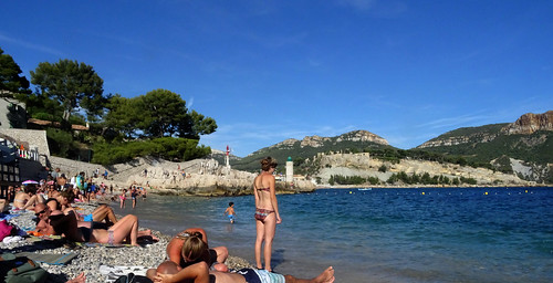 Crowded Cassis beach