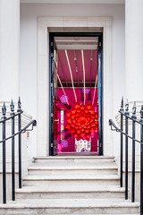 20170806-DSCF1170 Enticing art through the doorway (susi luard 2012) Tags: coventgarden melissa street wc2e king london shoe store uk
