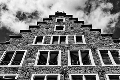 steps into the sky (Herr Nergal) Tags: cochem germany deutschland pfalz himmel wolken clouds heaven sky high building bw sw black white mono colors no fz1000 lumix panasonic beautiful old alt stadt ort eifel einfarbig gebäude architektur schwarz weiss haus house roof stufen stufe treppe stairway