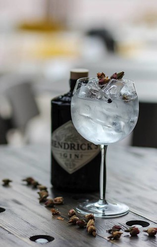Gin-and-Tonic-rozsaszirommal
