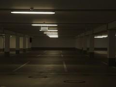 Schöner parken (mkorsakov) Tags: dortmund city innenstadt parkhaus parkingspot frauenparkplatz gemütlich cosy neonlicht neonlight leer empty