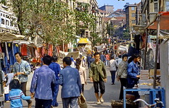 Guangzhou, Backstreet Life (gerard eder) Tags: world travel reise viajes asia eastasia china guangzhou guangdong city ciudades cityscape cityview städte stadtlandschaft people peopleoftheworld street streetlife outdoor oldcity