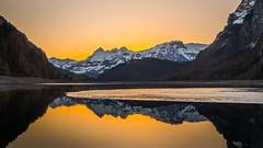 Golden Light (Dani Maier) Tags: klöntal sonnenaufgang alpen berge see bergsee