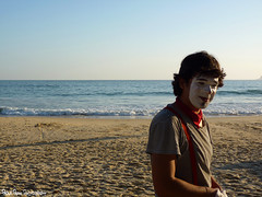 Clown (Paola Papini Photography) Tags: clown palhaço teatro praia mar areia beach sea ocean sand fun theater makeup hat chapeu maquiagem mimico suspensorio criancas kids magician magico