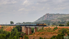 Lucknow SuperFast Express | Pune WDG4D (Pramath S.B) Tags: punewdg4d lucknowsuperfastexpress southwesternrailwaysindia passengertrain wdg4d gt46ace dualcabemd emd ir indianrailways railroad
