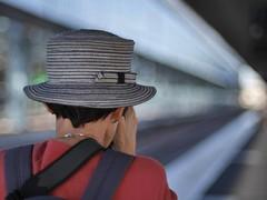 Le chapeau (Thierry.Vaye) Tags: gare saintjean bordeaux nadia chapeau nikon 105 ais f25
