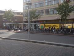 Leiden, Stationsweg (Nobo Sprits) Tags: paybas holland netherlands leiden stationsweg supermarkt supermarket stationswegleiden