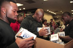 """thomas-davis-defending-dreams-foundation-thanksgiving-at-lolas-0102 • <a style=""""font-size:0.8em;"""" href=""""http://www.flickr.com/photos/158886553@N02/37042944931/"""" target=""""_blank"""">View on Flickr</a>"""